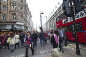 London - oktober 17. abend in oxford street. — Stockfoto