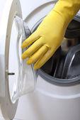 öppnandet av tvättmaskin. — Stockfoto