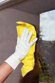 Limpieza de la ventana. — Foto de Stock