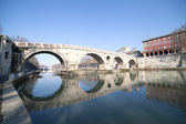 мост понте систо в риме. — Стоковое фото