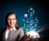 бизнес женщина, держащая мобильного телефона — Стоковое фото