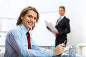 Ung affärsman i arbetet i office — Stockfoto