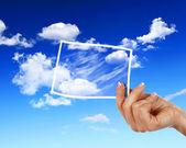 Gökyüzü beyaz cloudes ve çerçeveler — Stok fotoğraf