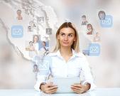 деловой человек фоне технологии — Стоковое фото