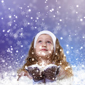 Cuty niña en ropa de invierno — Foto de Stock
