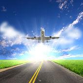 Görüntü bir beyaz yolcu uçak — Stok fotoğraf