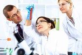 Vědci v laboratoři — Stock fotografie