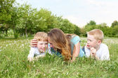 Mother with her two sons outdoors — Stockfoto