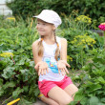 Girl gardening in the summer — Stock Photo
