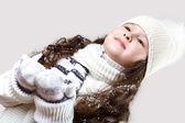 Cuty маленькая девочка в зимняя одежда — Стоковое фото