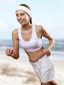 Unga vackra kvinnan i sport slitage — Stockfoto