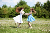 Two girls playing in the park — Φωτογραφία Αρχείου