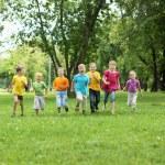 groep van kinderen in het park — Stockfoto #8384733