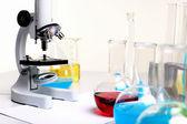 Tubi di vetro e attrezzature di laboratorio di chimica — Foto Stock