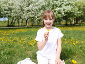 Little girl in spring park — Stock Photo