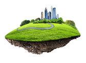 Ciudad moderna rodeada de naturaleza paisaje — Foto de Stock