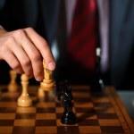 biznesmen, gra w szachy — Zdjęcie stockowe