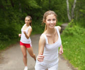 Young woman doing sport outdoors — Stockfoto