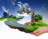 緑の風景を持っている人間の手 — ストック写真