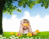 Smiling girl on green grass — Stock fotografie