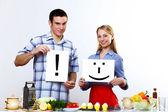 丈夫和妻子在一起烹饪在家里 — 图库照片