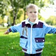 Little boy in summer park — Stockfoto