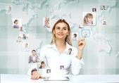 Uomo d'affari su sfondo di tecnologia — Foto Stock