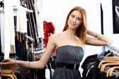 Young woman inside a store buying clothes — Стоковое фото