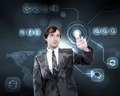 Geschäftsmann, arbeiten mit virtuellen Computer-Bildschirm — Stockfoto