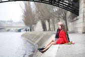 Romantic couple in love having a date near Pont des Arts in Pari — Stock Photo