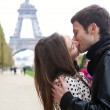 Young romantic couple kissing near the Eiffel Tower in Paris — Stock Photo