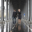 Bad weather in Paris. Couple on the bridge Bir-Hakeim at rainy w — Stock Photo #9322468
