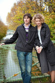Dating couple in Paris on canal Saint-Martin — Stock Photo