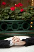 Citas de pareja en un café parisino street — Foto de Stock