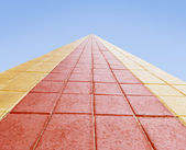 Roadway red and yellow and blue horizont. — Stock Photo