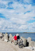 Cyclist on the pier. — Stock Photo