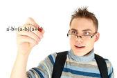Uczeń pisanie formuł matematycznych na tablicy — Zdjęcie stockowe