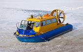 Hovercraft on the bank of a frozen river — Stock Photo