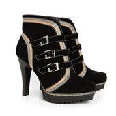 Demi-season women's shoes — Stock Photo