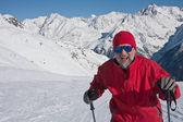 Montañas del esquiador de fondo — Foto de Stock