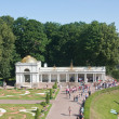 Peterhof. Lower Park. Channel, and the flower parterre Voronihin — Stock Photo