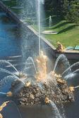 Samson Fountain, Grand cascade in Pertergof, Saint-Petersburg — Stock Photo