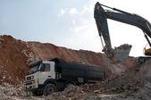 装载建筑材料大货车 — 图库照片