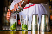 Barmen mixes a cocktail — Stock Photo