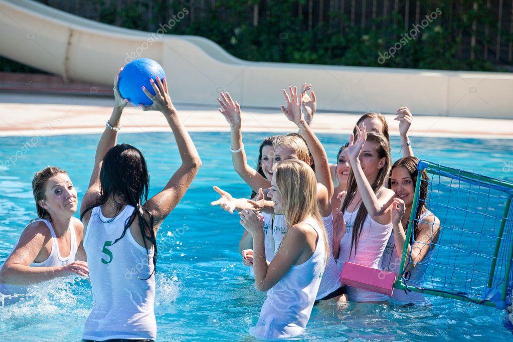 Конкурс мокрых футболок майами