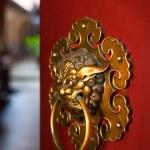 Doorknob of the Buddhist temple — Stock Photo