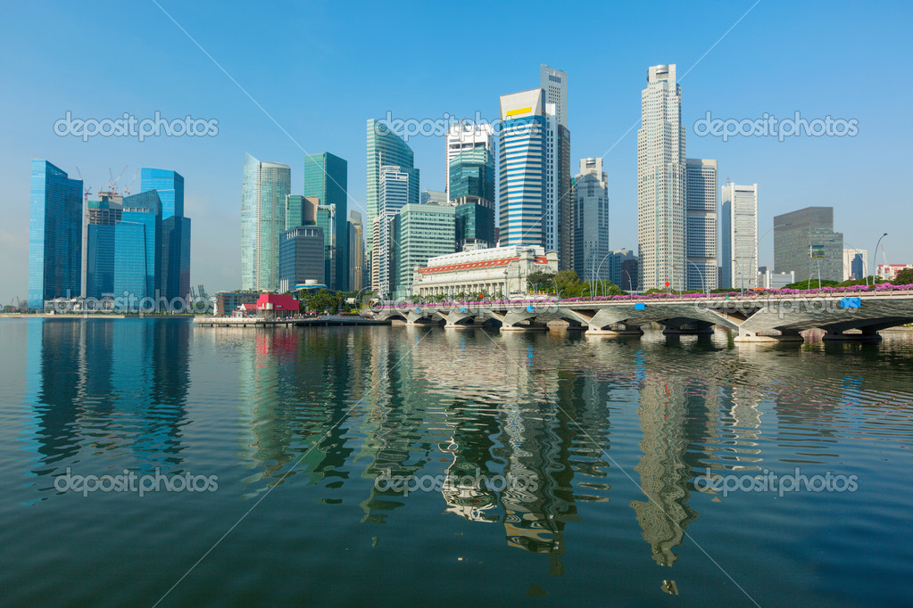 Singapore business district skyscrapers and Marina Bay in day — Stock Photo #9778175