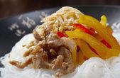 Spaghetti di riso con carne di maiale — Foto Stock