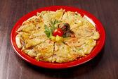 Japansk mat närbild okonomiyaki. — Stockfoto