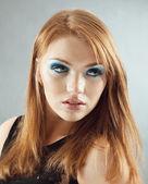 Retrato de un modelo de mujer pelirroja — Foto de Stock